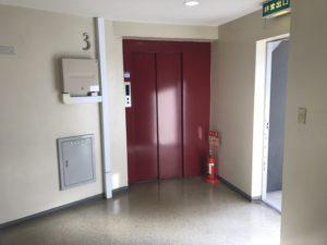 トランクルーム福岡清川店のエレベーターがあります
